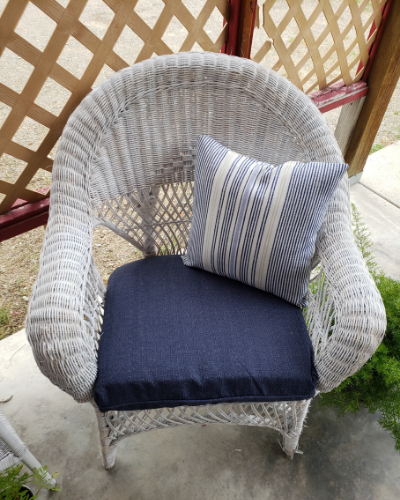 Wicker patio furniture is just a classic style. It is simple but beautiful and very comfortable at the same time. While there are gorgeous new wicker sets out there, there's just something about restoring an old crusty set to it's former glory. That is just what I did a few weeks ago and I love the result. Come along with me as I share the process of my Wicker Patio Furniture Makeover.